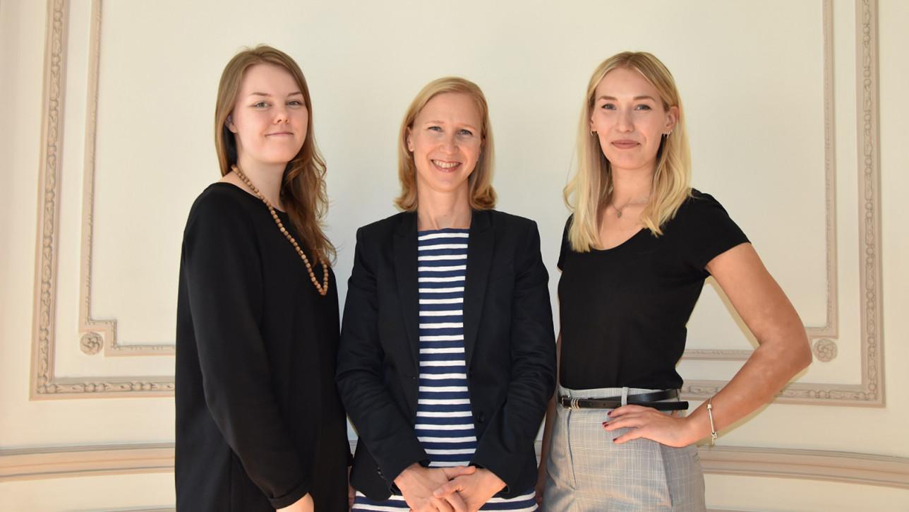 Eurooppa-toimiston henkilökuntaa: Kaisa Vuori, Saara Nuotio-Coulon ja Miia Paananen