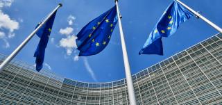 Kolme EU-lippua mastossa